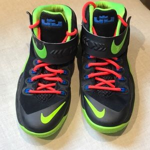 Nike Soldier VIII shoes boys
